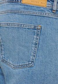Noisy May Curve - NMOLIVIA SLIM STRAIGHT - Straight leg jeans - light blue denim - 4