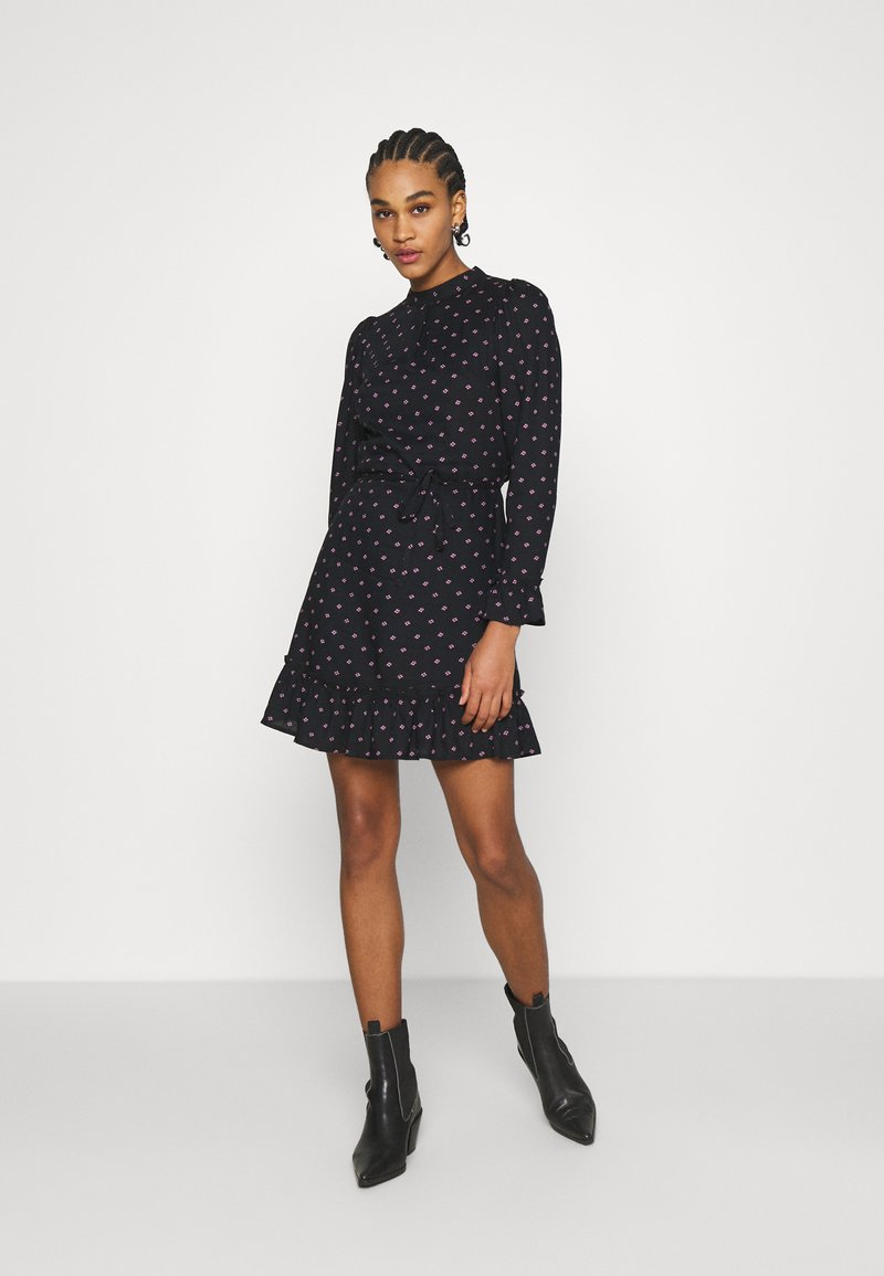 Miss Selfridge - DITSY SMOCK DRESS - Denní šaty - black