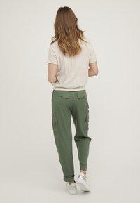 Oliver Bonas - T-shirt print - ivory - 2