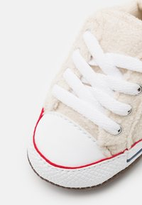 Converse - CHUCK TAYLOR ALL STAR CRIBSTER UNISEX - Chaussons pour bébé - natural ivory/white - 5