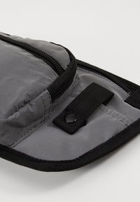 Spiral Bags - JOURNEY CROSSBODY - Bum bag - silver - 3