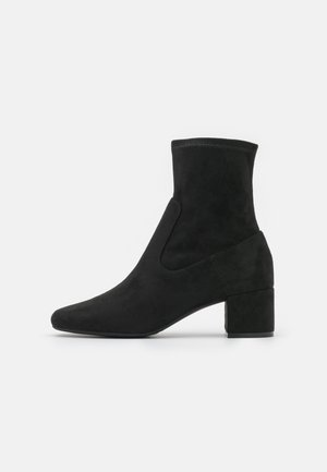 VEGAN KAESSA - Classic ankle boots - black