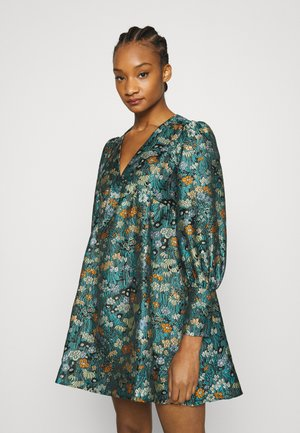 V NECK EMPIRE DRESS - Day dress - green