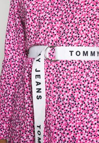 Tommy Jeans - PRINTED SHIRT DRESS - Day dress - pink daisy - 5