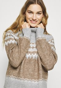 Fashion Union Tall - ELIAS FARISLE ROLL NECK BOXY JUMPER - Stickad tröja - brown - 3