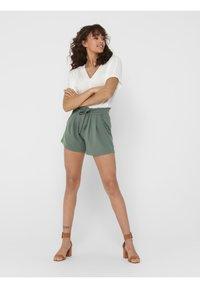 JDY - JDYNEW CATIA - Shorts - castor gray - 1