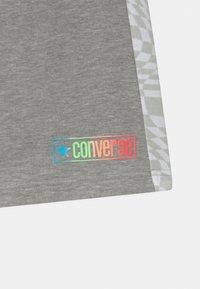 Converse - CHECKER BLOCKED UNISEX - Shorts - dark grey heather - 2