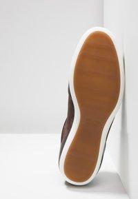 BOSS - PRIMACY - Sneakersy niskie - dark brown - 4