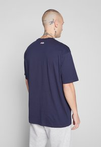 Fila - SAKU TEE - T-shirt con stampa - black iris - 2