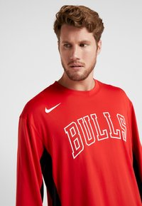 Nike Performance - NBA CHICAGO BULLS SHOOTER LONG SLEEVE - Pelipaita - university red/black - 3