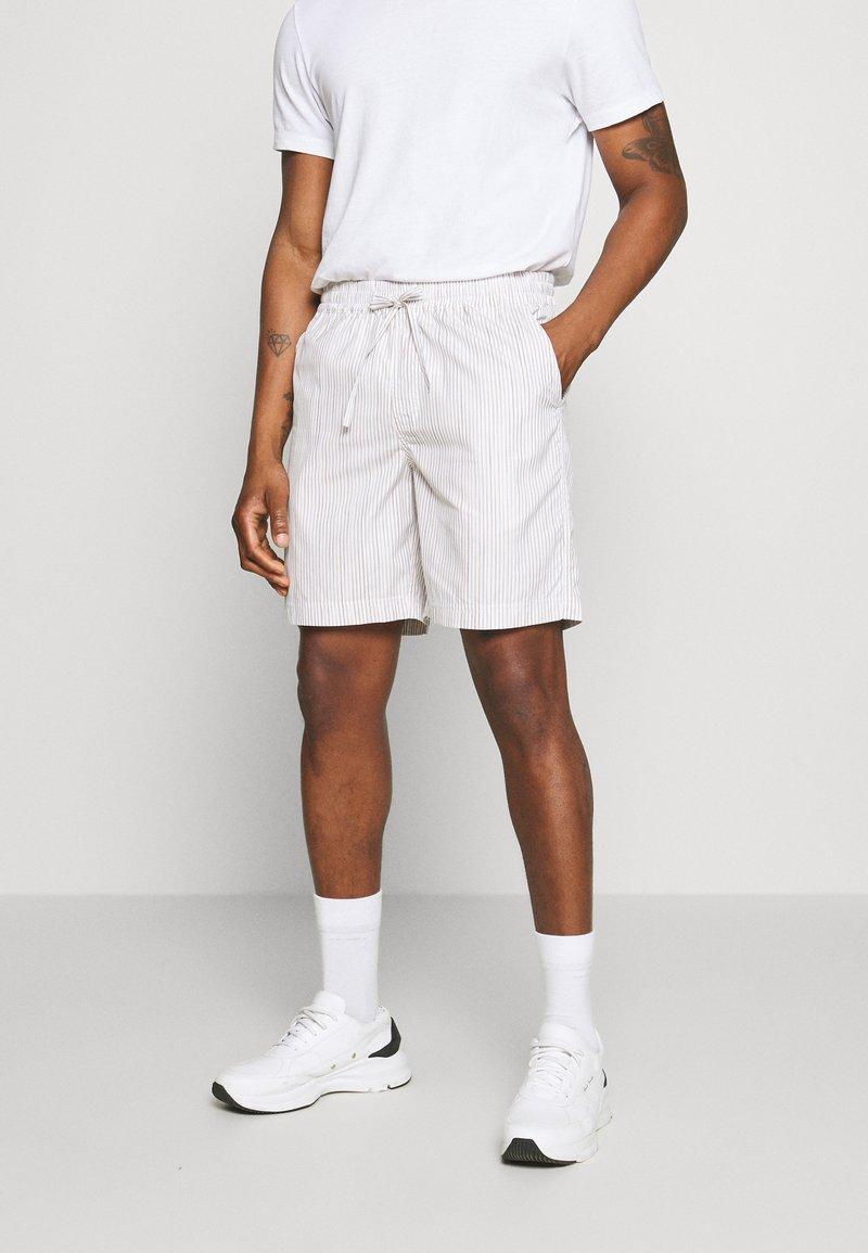 Holzweiler - JATTE - Shorts - beige