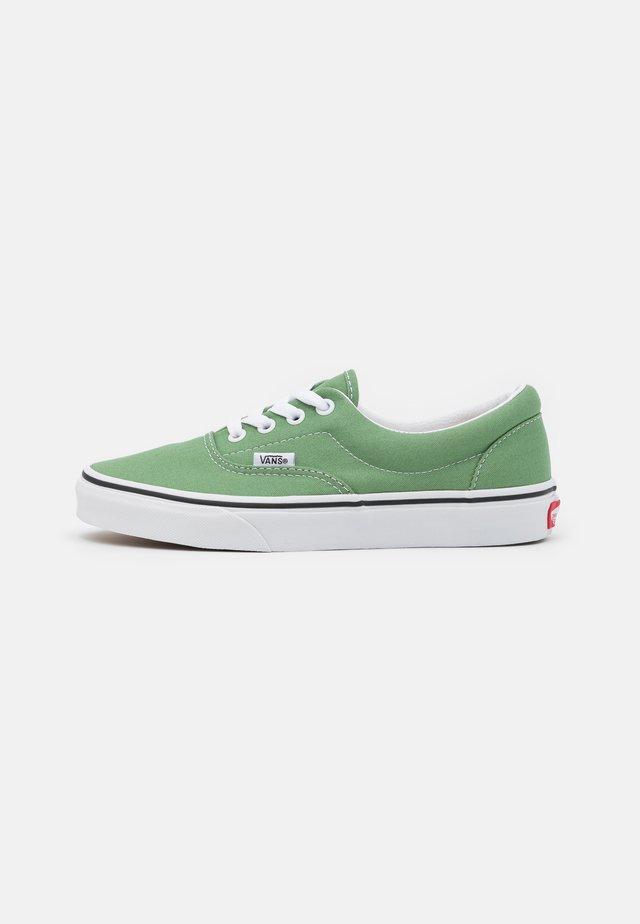 ERA UNISEX - Sneaker low - shale green/true white