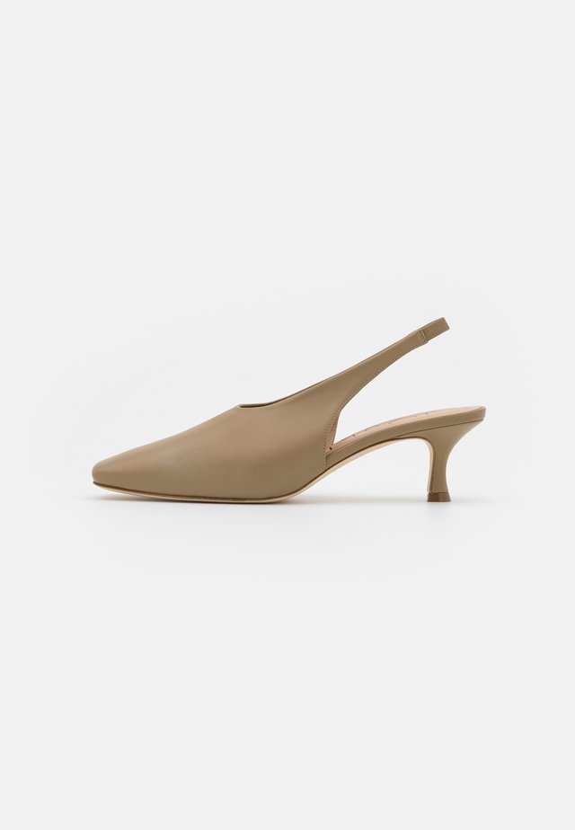 SQUARED TOE SLINGBACK - Pumps - mud
