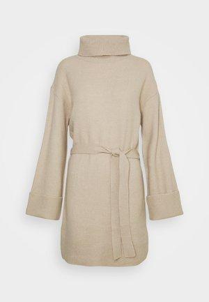 VIROLFIE TIE BELT DRESS - Stickad klänning - natural melange