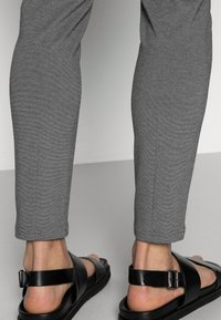 Only & Sons - ONSMARK PANT - Pantalon classique - medium grey melange - 4