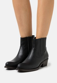 Mis Pepas - Korte laarzen - black - 0
