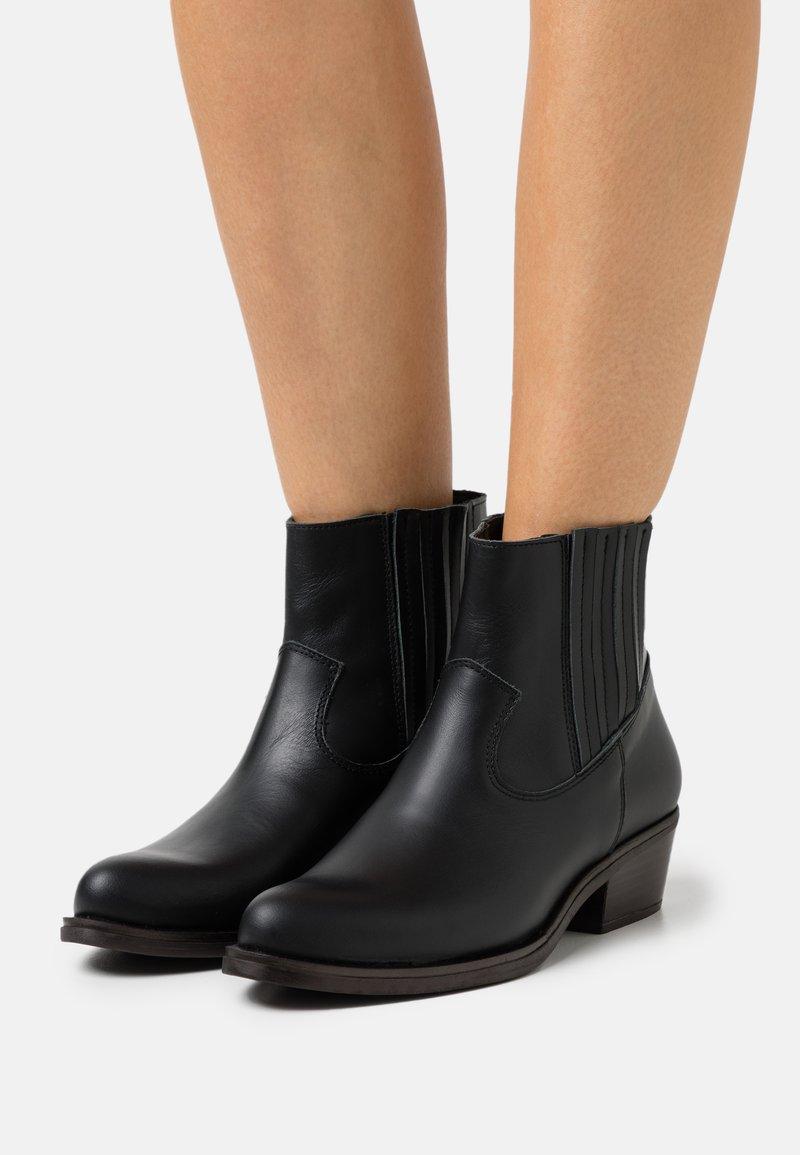 Mis Pepas - Korte laarzen - black