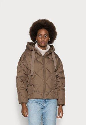 PUFFER JACKET DIAMOND QUILTING BIG FIX HOOD - Down jacket - nutshell brown