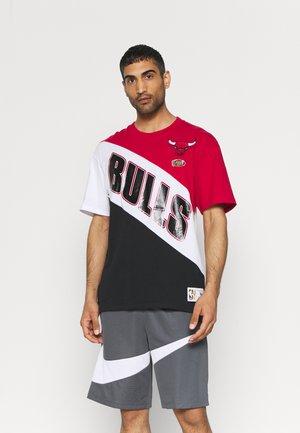 NBA CHICAGO BULLS PLAY BY PLAY  TEE - Print T-shirt - red/black