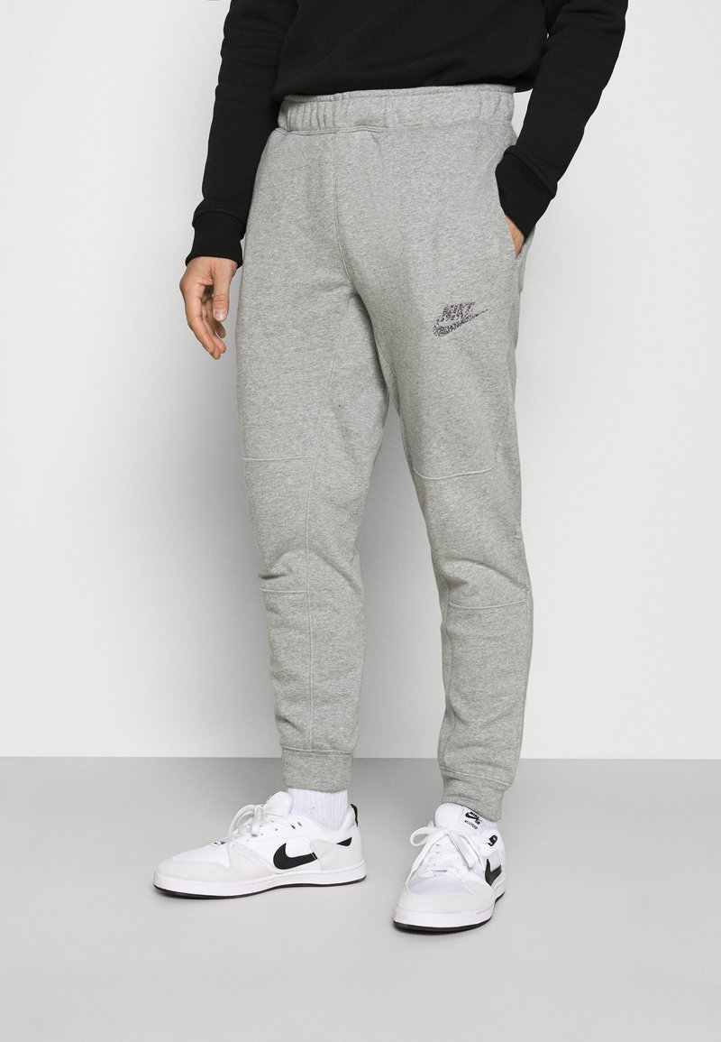 Nike Sportswear - Pantalones deportivos - dark grey heather