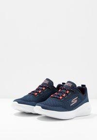 Skechers Performance - GO RUN FAST - Sportieve wandelschoenen - navy/coral - 2