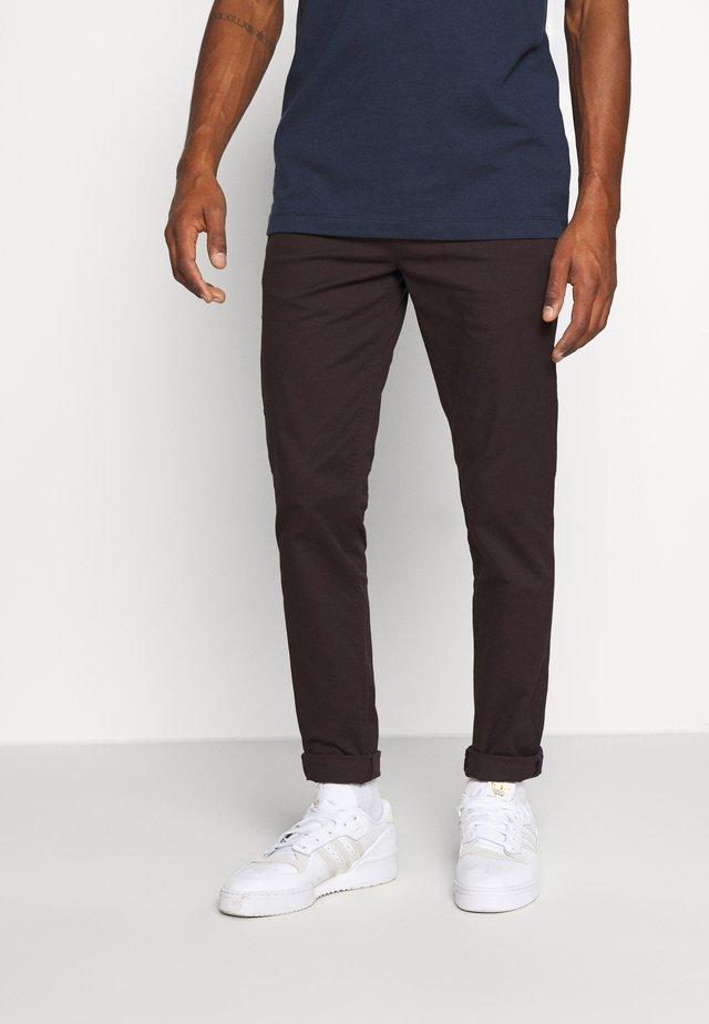 MOTT CLASSIC  - Trousers - aubergine
