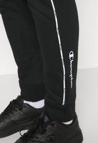 Champion - CUFF PANTS - Teplákové kalhoty - black - 5