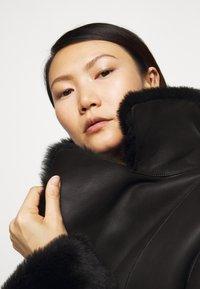 STUDIO ID - CAROLINE SHEARLING COAT - Classic coat - black - 3