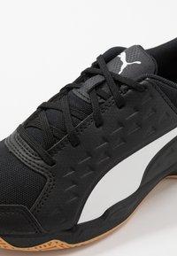 Puma - AURIZ UNISEX - Multicourt tennis shoes - white/black - 5