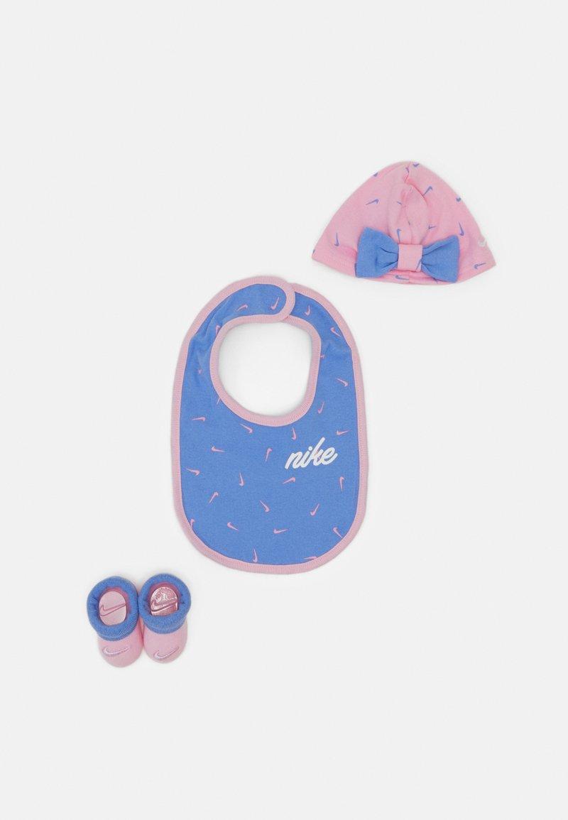 Nike Sportswear - SWOOSHFETTI HEART SET - Čepice - pink
