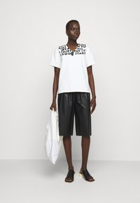 MM6 Maison Margiela - Camiseta estampada - white - 1