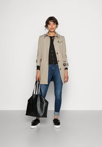 Tommy Hilfiger - HERITAGE SINGLE BREASTED - Trench - medium taupe - 1