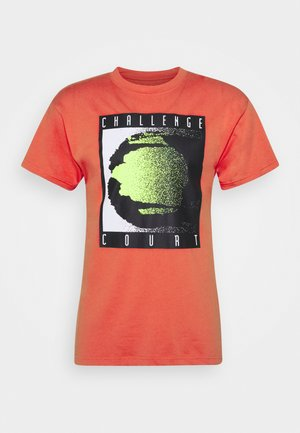 TEE REISSUE COURT LOGO - T-shirt con stampa - ember glow