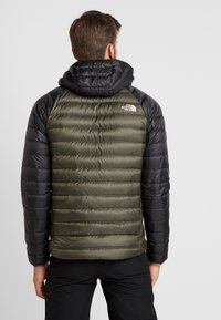 The North Face - TREVAIL HOODIE - Bunda z prachového peří - new taupe green/black - 2