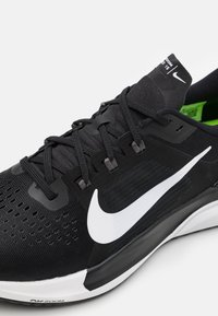 Nike Performance - AIR ZOOM VOMERO 15 - Neutral running shoes - black/white/anthracite/volt - 5
