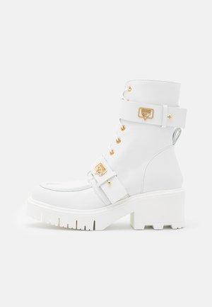 BOOT EYE LIKE - Enkellaarsjes met plateauzool - white