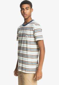 Quiksilver - Print T-shirt - anthique white guytou - 3