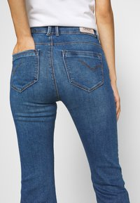 ONLY - ONLPAOLA LIFE RETRO  - Flared jeans - dark blue denim - 5
