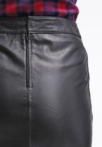 Gestuz - CHAR - Falda de cuero - black - 6