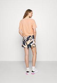 Lindex - JILL - Shorts - dark beige - 2