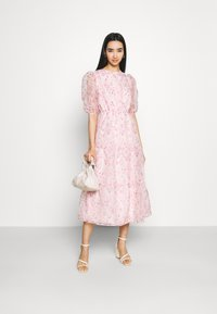 Missguided - FLORAL TIE BACK SMOCK DRESS - Cocktail dress / Party dress - pink - 1