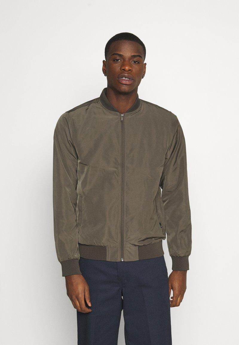 Burton Menswear London - CORE MILITARY - Bomber Jacket - green