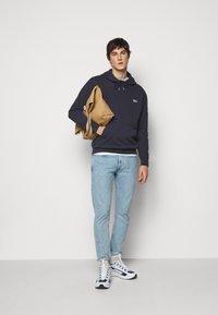 ARKK Copenhagen - BOX LOGO HOODIE - Sweatshirt - maritime blue - 1