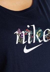 Nike Sportswear - TEE NATURE PLUS - T-shirt print - obsidian - 5
