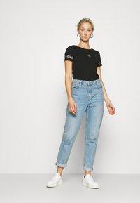 Calvin Klein Jeans - OUTLINE LOGO TEE - Printtipaita - black - 1