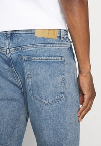 Selected Homme - SLHRELAXCROP - Tapered-Farkut - light blue denim - 3