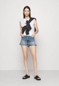 Abercrombie & Fitch - PRIDE FLIP SEQUIN - Denim shorts - medium destroy - 1