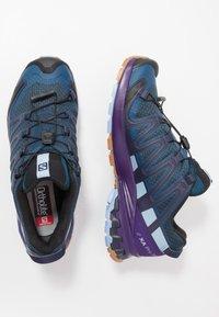 Salomon - XA PRO 3D V8 - Løbesko trail - poseidon/violet indigo/forever blue - 1
