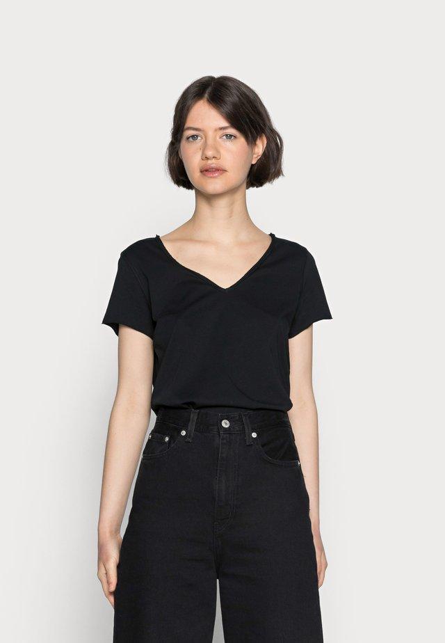 EMELYN TONIC TEE - T-shirt basic - jet black