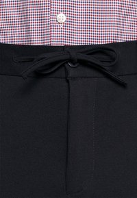 Isaac Dewhirst - THE RELAXED SUIT  - Kostym - dark blue - 8